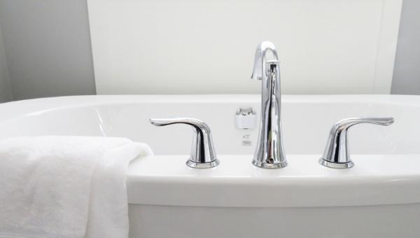 வெந்நீர் Vs ஜில் நீர்... எந்த குளியல் பெஸ்ட்?  #BathingTips