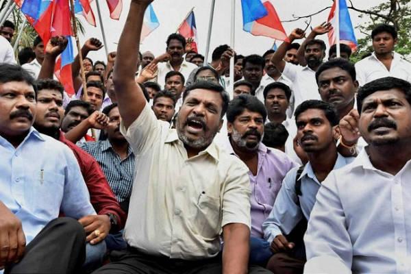 Thiruma protest