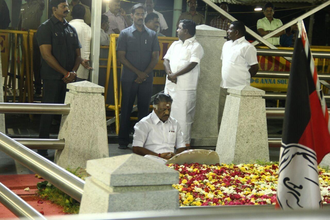 ஓபிஎஸ் மெரினா தியானம்