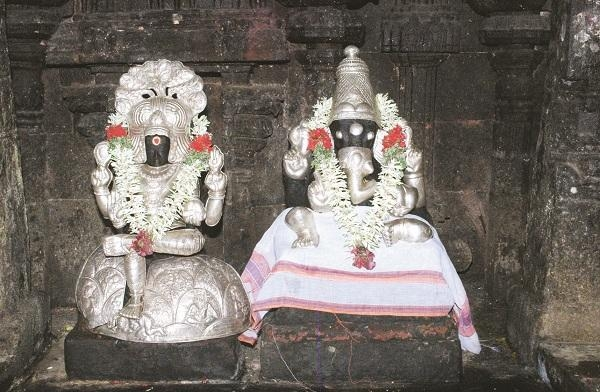 ஶ்ரீவிநாயகருடன், ஸ்ரீ தட்சிணாமூர்த்தி