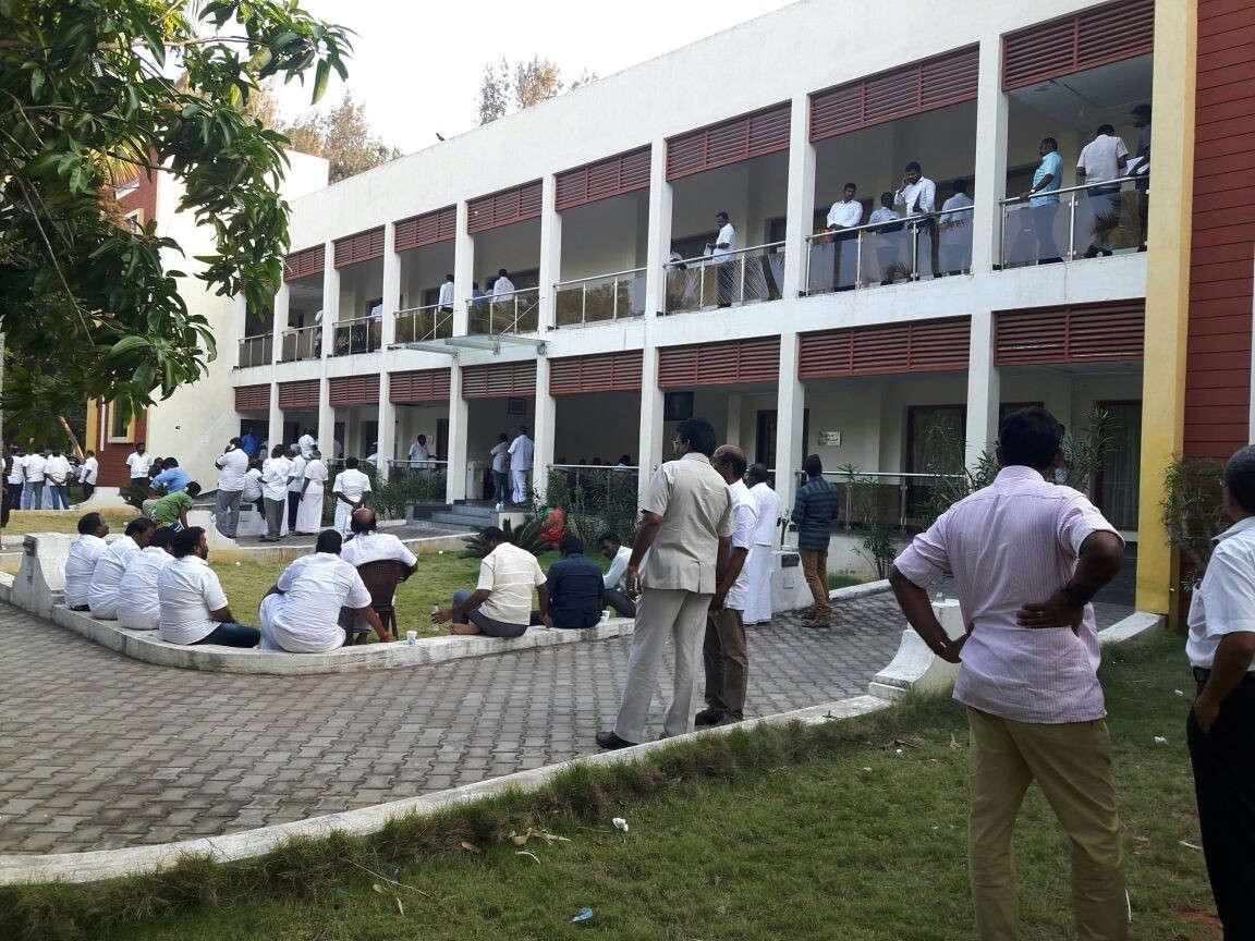 கூவத்தூர் ரிசார்ட் பில்