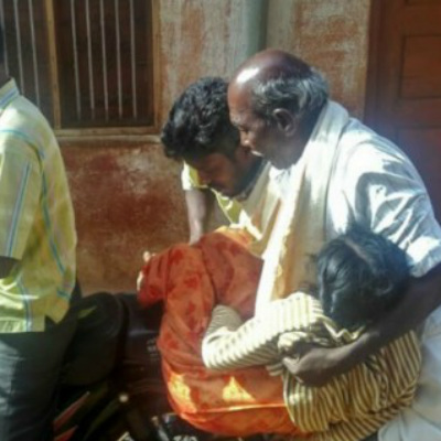 karnataka man carries his daughter deadbody