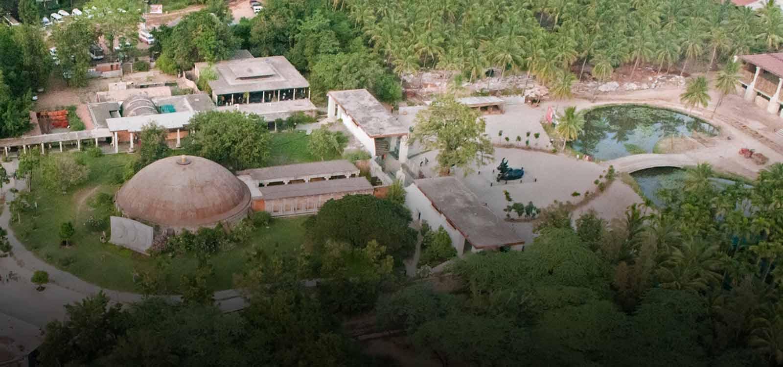 Isha yoga centre, Modi