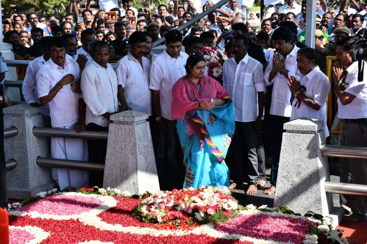 ஜெயலலிதா சமாதியில் தீபா