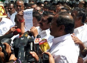 எப்படி தேர்வானார் எடப்பாடி பழனிச்சாமி? - சசிகலாவின் புதிய கணக்கு #OpsVsSasikala #DACase