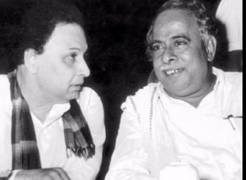 அண்ணா ஆன்மாவும் எம்.ஜி.ஆர் ஆன்மாவும் பேசிக் கொண்டால்..? #MarinaChat #VikatanExclusive