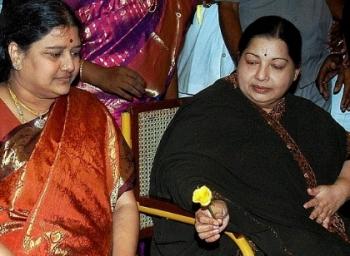 தவறான நட்பால் வீழ்ந்த ஆலமரம் ஜெயலலிதா!
