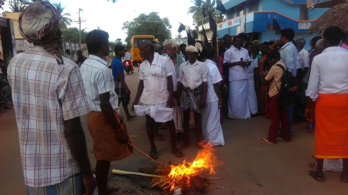 Rajendran_mla-_people_protest_1a_10439.j