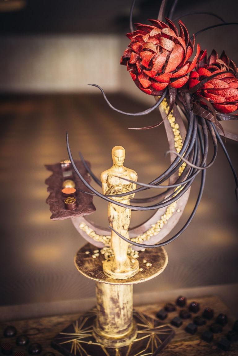 20,000 அமெரிக்க டாலர் வரை செலவிடப்பட்ட விருது வடிவிலான சாக்லேட்