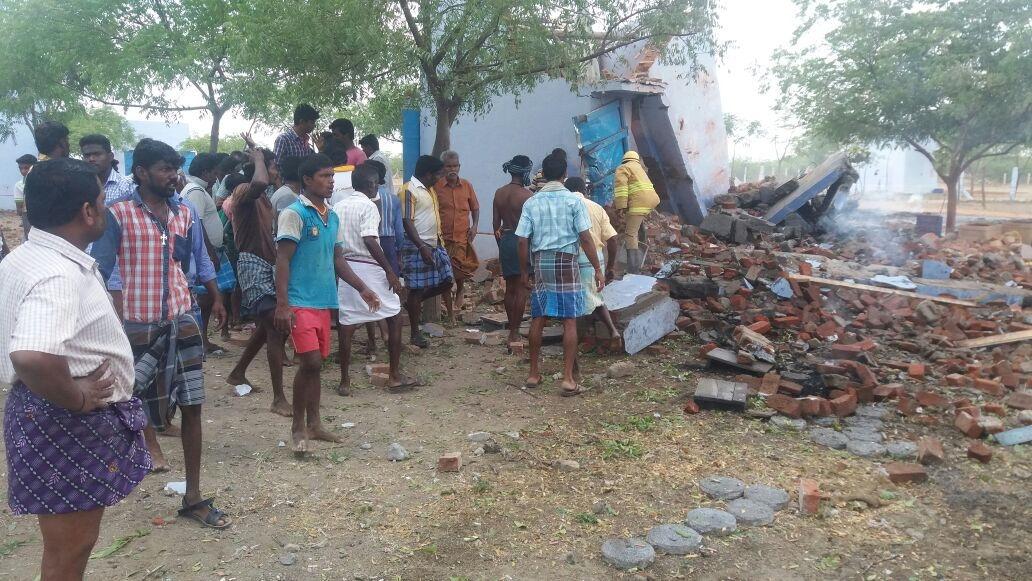 சிவகாசி அருகே பட்டாசு ஆலையில் வெடி விபத்து 7 பேர் சம்பவ