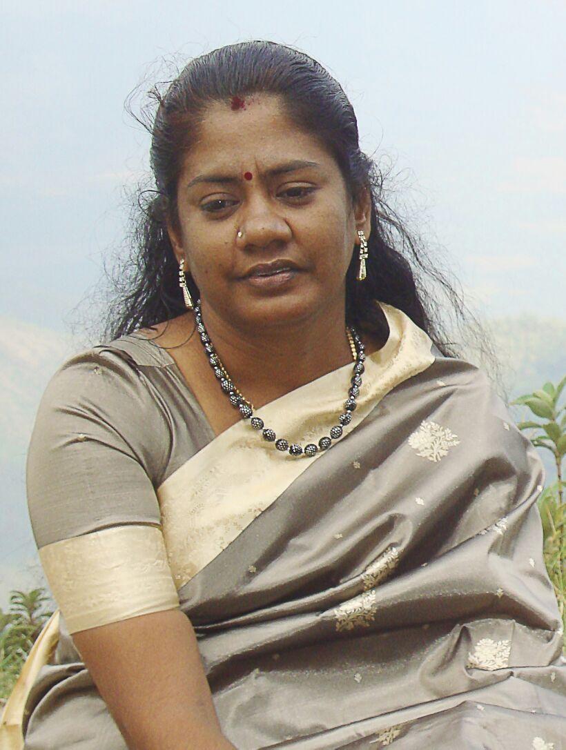 மனைவி - கமலி பன்னீர் செல்வம்