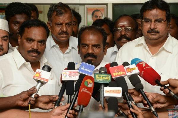 ஆர்.கே.நகர் தி.மு.க வேட்பாளர் மருதுகணேஷ்