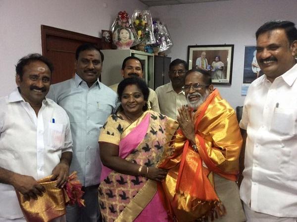 ஆர்.கே.நகர் வேட்பாளர் அறிமுக நிகழ்வில் கங்கை அமரன்