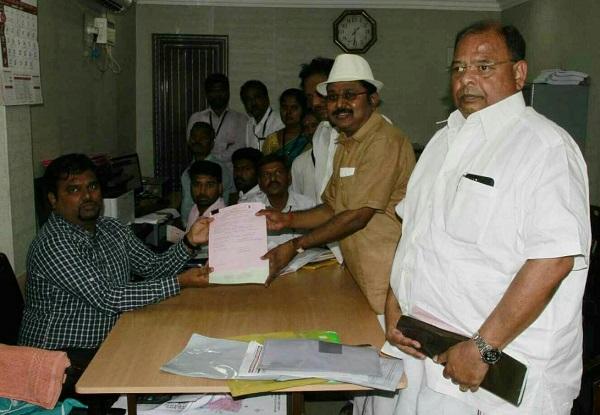 தினகரன் வேட்பு மனுத்தாக்கல்