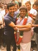 'தானா சேர்ந்த கூட்டம்' படக் குழுவினருடன், தனது 66-வது பிறந்தநாளைக் கொண்டாடிய செந்தில்! #ThaanaaSerndhaKoottam