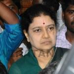 இரட்டை இலை யாருக்கு?... சசிகலாவுக்கு தேர்தல் ஆணையம் நோட்டீஸ்