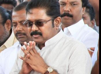 மறுத்த தேர்தல் ஆணையம்... மாற்றப்பட்ட மேடை...  ராசி பார்க்கிறாரா தினகரன்?