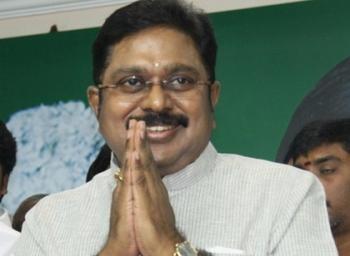 'நமது குடும்பமே பலி ஆடாக இருக்கட்டும்!' - தினகரனுக்கு சிக்னல் கொடுத்த சசிகலா #VikatanExclusive