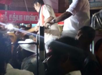 'டி.டி.வி.தினகரனுக்கு அதிர்ச்சி கொடுத்த ஆர்.கே.நகர் மக்கள்!'  - கட்சி நிர்வாகிகளுக்கு கடும் டோஸ் #VikatanExclusive