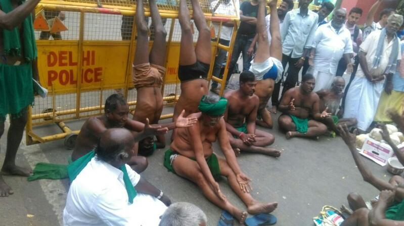 TN farmers protest delhi