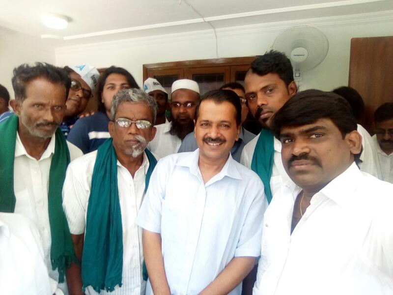 TN farmers met Delhi Aravind Kejiriwal
