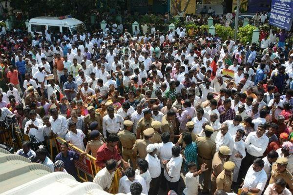 ஆர் கே நகர் கட்சிகளின் பிரசாரக் காட்சி