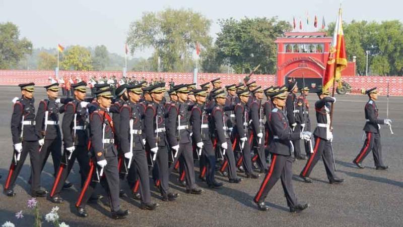 இந்திய ராணுவத்தில் வீரர்கள் அதிகாரிகள் பற்றாக்குறை ஏற்பட்டுள்ளது.