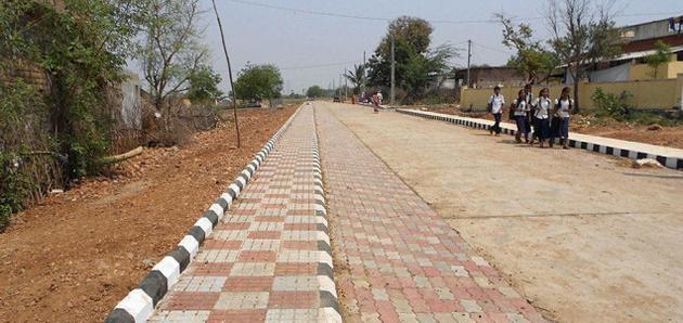 கிராமத்தில் சிமெண்ட் சாலைகள்