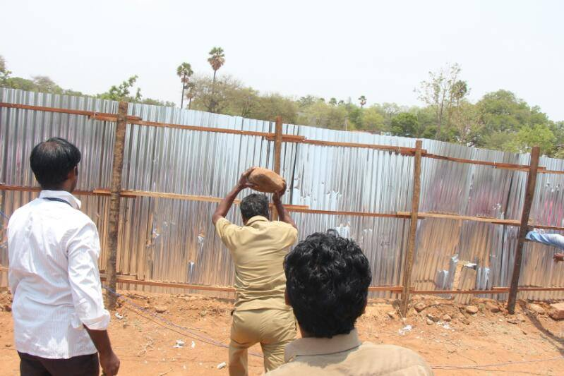 People Ransacked Tasmac in Madurai