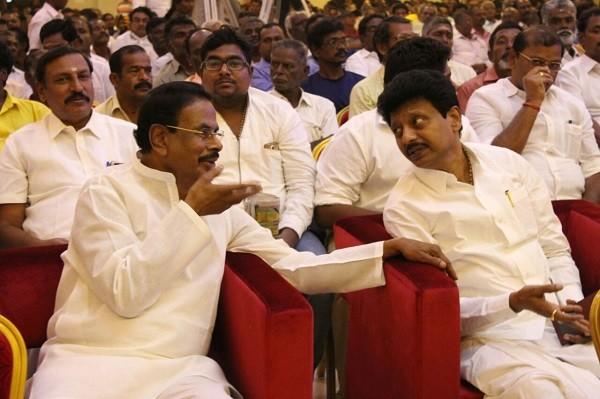 நடராசன்-திவாகரன்