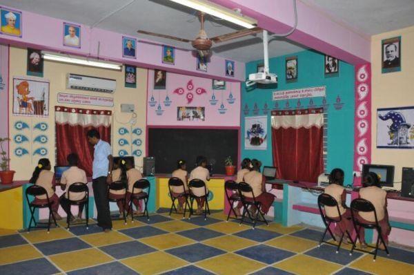 அசத்தும் அரசுப் பள்ளி