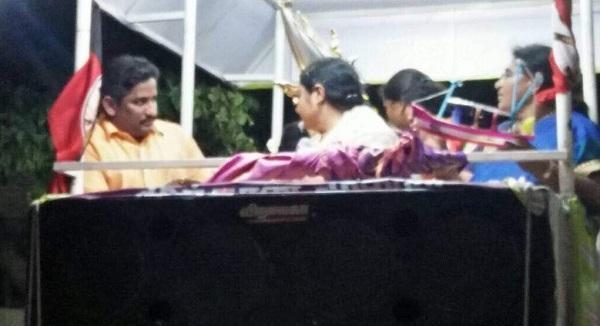 பிரச்சாரத்தில் தீபாவுடன், ஜானகிராமன்