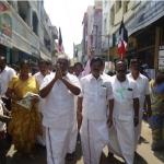 மதுசூதனனுக்காக வாக்குச் சேகரித்த கே.பி.முனுசாமி