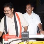 'மாவட்டச் செயலாளர்களுக்கு டி.டி.வி.தினகரன் திடீர் உத்தரவு!' - 'ஸ்டாம்ப்' பேப்பர்களுடன் அலையும் சசிகலா அணி #VikatanExclusive