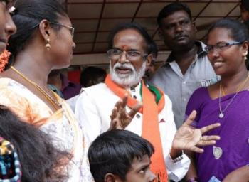 பணம் முதல் ஏ.சி. வரை... ஒரு ஆர்.கே. நகர் வாக்காளருக்கு  என்னவெல்லாம் கிடைக்கலாம் தெரியுமா?!
