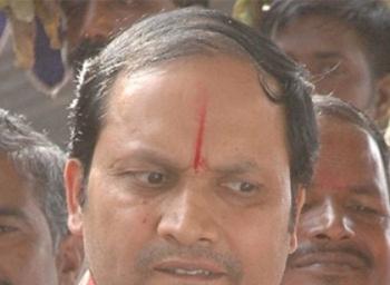 'நான் பேசினால் டெல்லிக்கு சிக்கல்; பேசாவிட்டால், தமிழகத்துக்கு சிக்கல்!' சிறையில் சேகர் ரெட்டியின் மனநிலை #VikatanExclusive