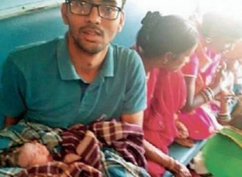 'குழந்தை தோள்தான் தெரிஞ்சது... வாட்ஸ்அப்ல உதவி கேட்டேன்!' - ரயிலில் பிரசவம் பார்த்த விபினின் அனுபவம் #VikatanExclusive
