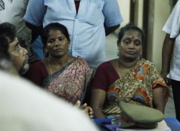 'கணவனை இழந்த பெண்கள் இந்த கோயிலுக்குள்ள வரக் கூடாதாம்!' - புதுச்சேரி சச்சரவு