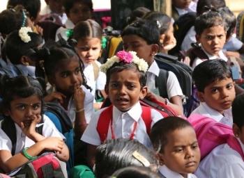 தனியார் பள்ளிகளில் கட்டணமில்லாமல் எல்கேஜி, ஒன்றாம் வகுப்பு சேர்ப்பது எப்படி? #RTE