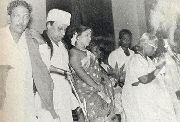 கருணாநிதியுடன் எம்.ஜி.ஆர், ஜெயலலிதா