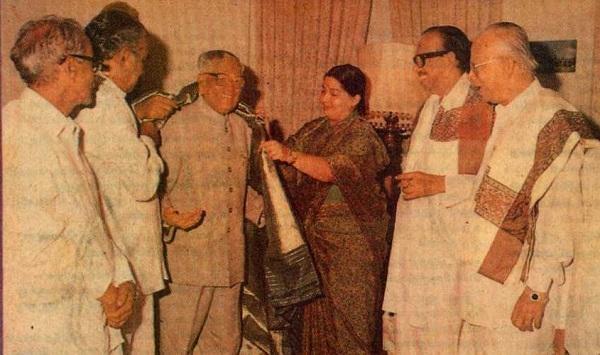 ஜனாதிபதி வெங்கட்ராமனுடன் ஜெயலலிதா
