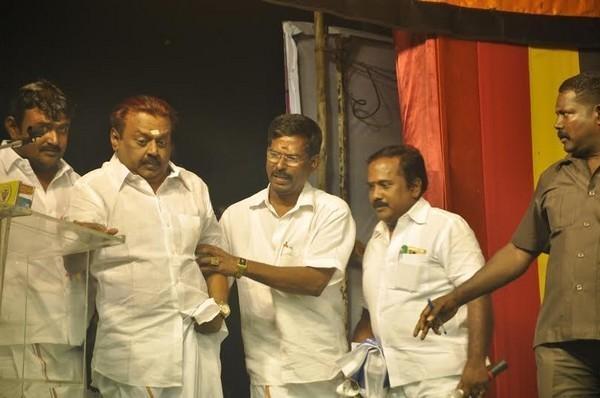கேப்டன் விஜயகாந்தின் இடதுபக்கம் பார்த்தசாரதி