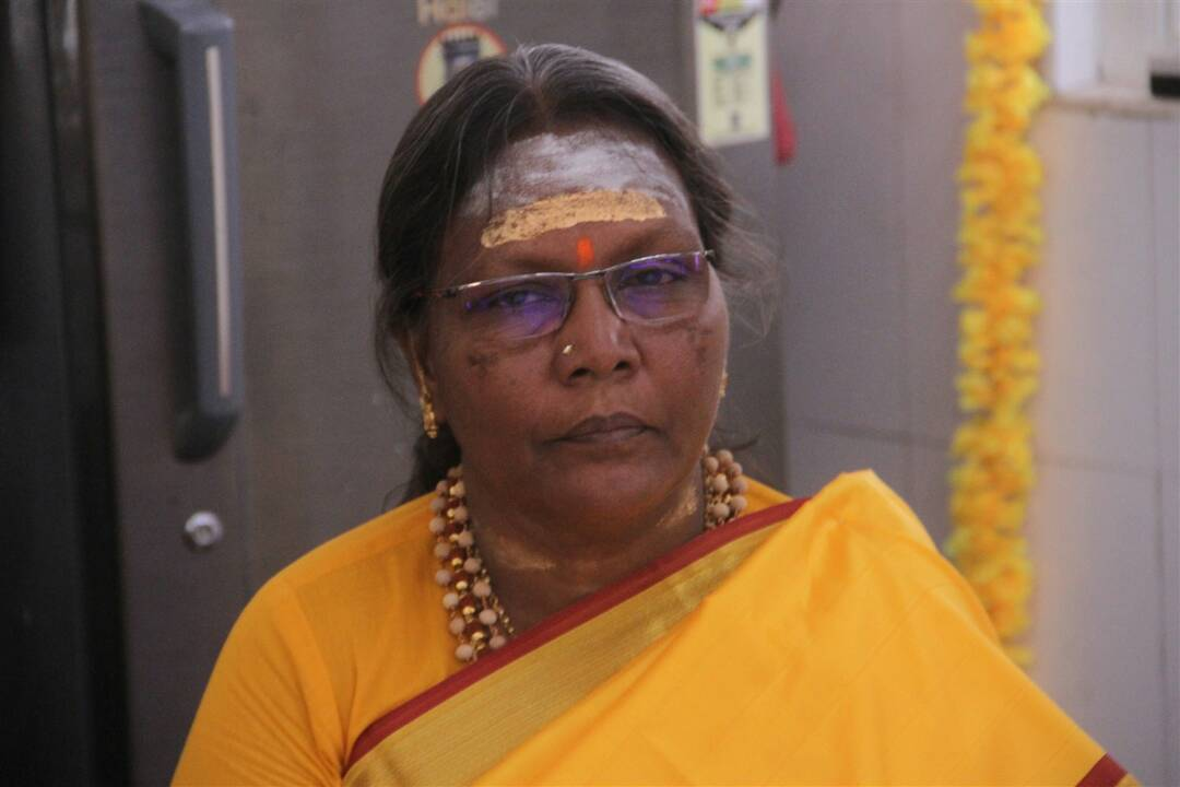 raghava lawrence mother