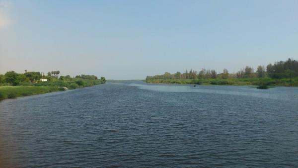 தண்ணீர் ஓடும் ஆறு