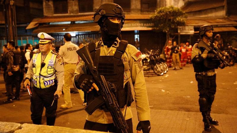 இந்தோனேஷியாவில் இரட்டை குண்டுவெடிப்பு : 2 பேர் பலி