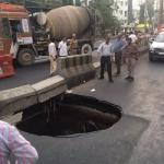 மெட்ரோ ரயில் பணி: சென்னை சாலையில் மீண்டும்  பள்ளம்!