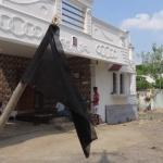 நீதிபதி கர்ணனுக்கு ஆதரவாக போராட்டத்தில் குதித்த சொந்த ஊர்மக்கள்!