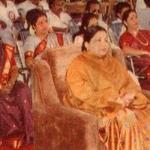 """""""போஸ்டர்... கட்-அவுட்... நான்கு லாரிப் பூக்கள்!"""" : சசிகலா, ஜெயலலிதாவின் உடன்பிறவாச் சகோதரியான கதை, அத்தியாயம் - 46"""