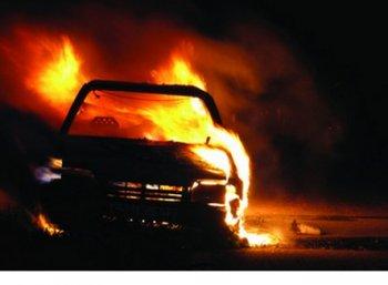 மகாபலிபுரத்தில் தீ பற்றி எரிந்த கார்..! பெண் உள்பட 3 பேர் பலி..!