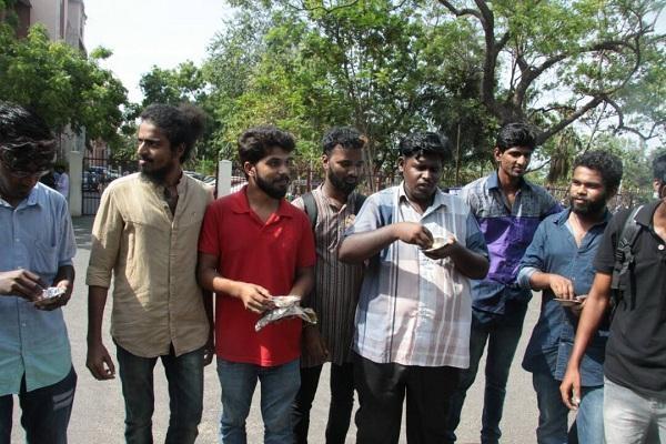 சென்னைப் பல்கலைகழக மாணவர்கள்
